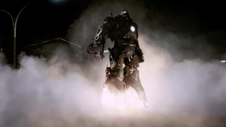 The Iron Monger (Jeff Bridges) takes to the air in 'Iron Man'