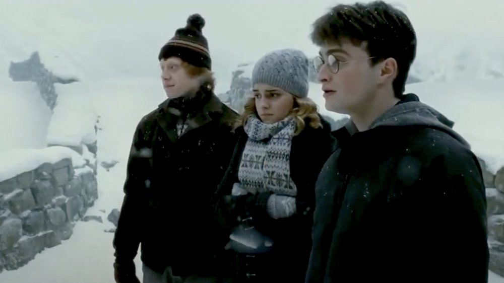 ron, hermione and harry in hogsmeade