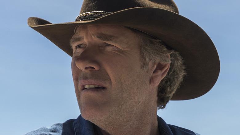 Robert Taylor Walt Longmire hat squinting