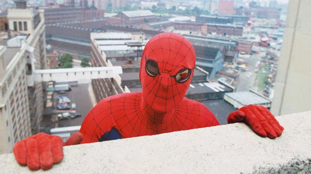 Spider-Man (Nicholas Hammond) hanging out