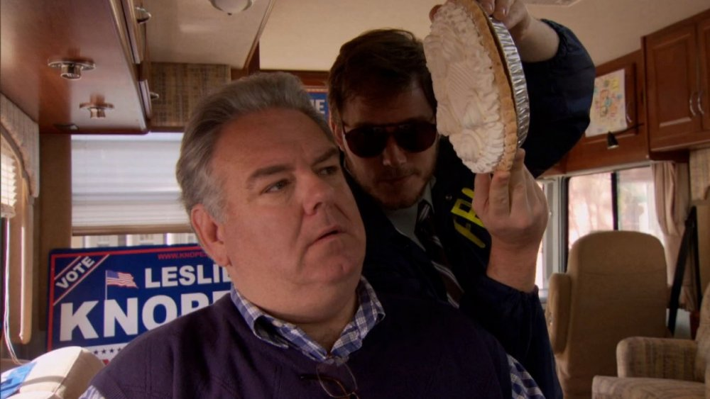 Jim O'Heir and Chris Pratt in Parks and Recreation
