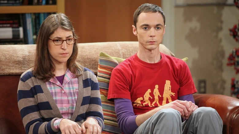 Amy and Sheldon on couch