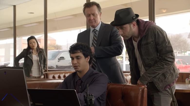 Cabe (Robert Patrick) watches Walter (Elyes Gabel) work on Scorpion