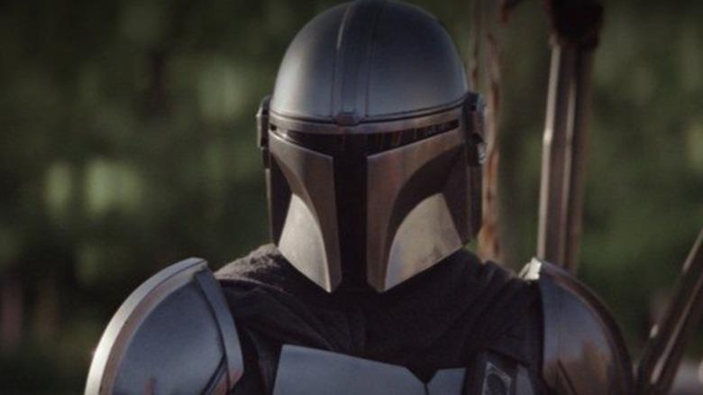 The Mandalorian in full armor