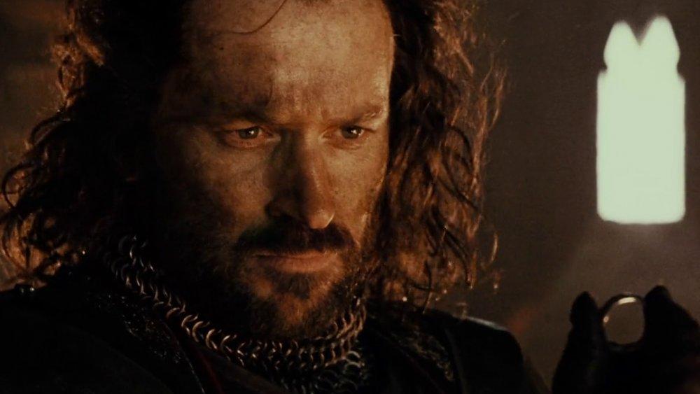 Isildur gazes on the One Ring