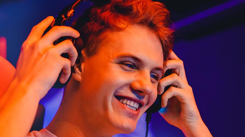 Streamer Bans Smile headset