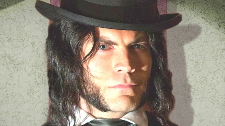 Wes Bentley close-up in hat as Edward Mordrake