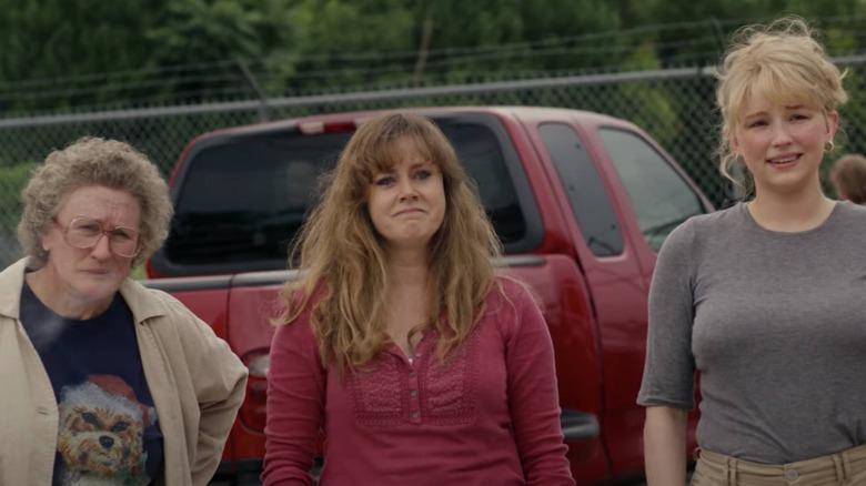 Amy Adams and Glenn Close star in Netflix's Hillbilly Elegy