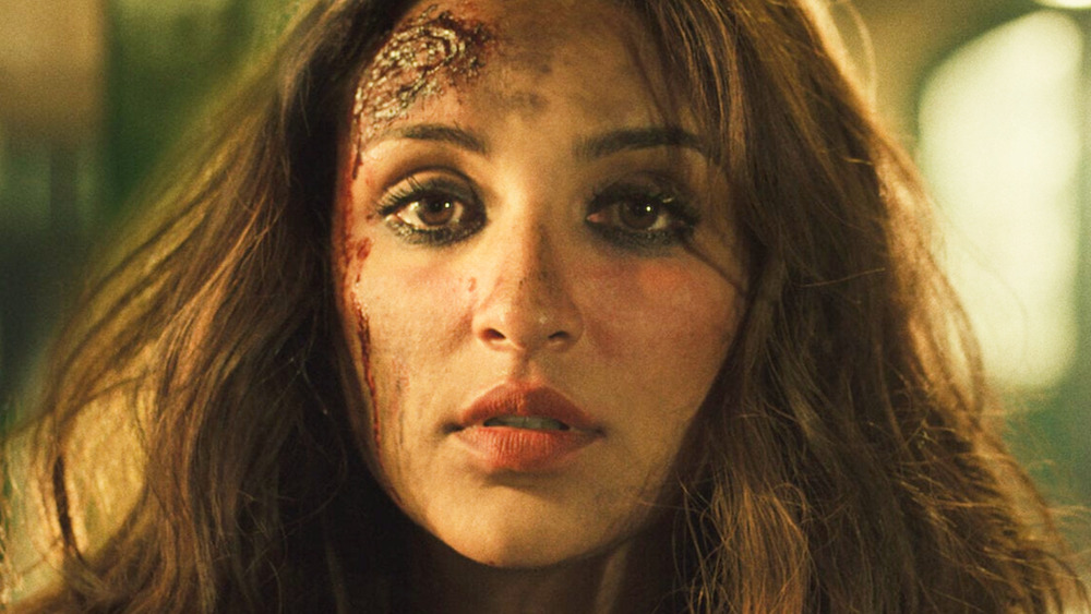 Mira's head is bloody in The Girl on the Train