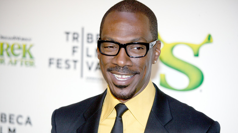Eddie Murphy smiles for the crowd