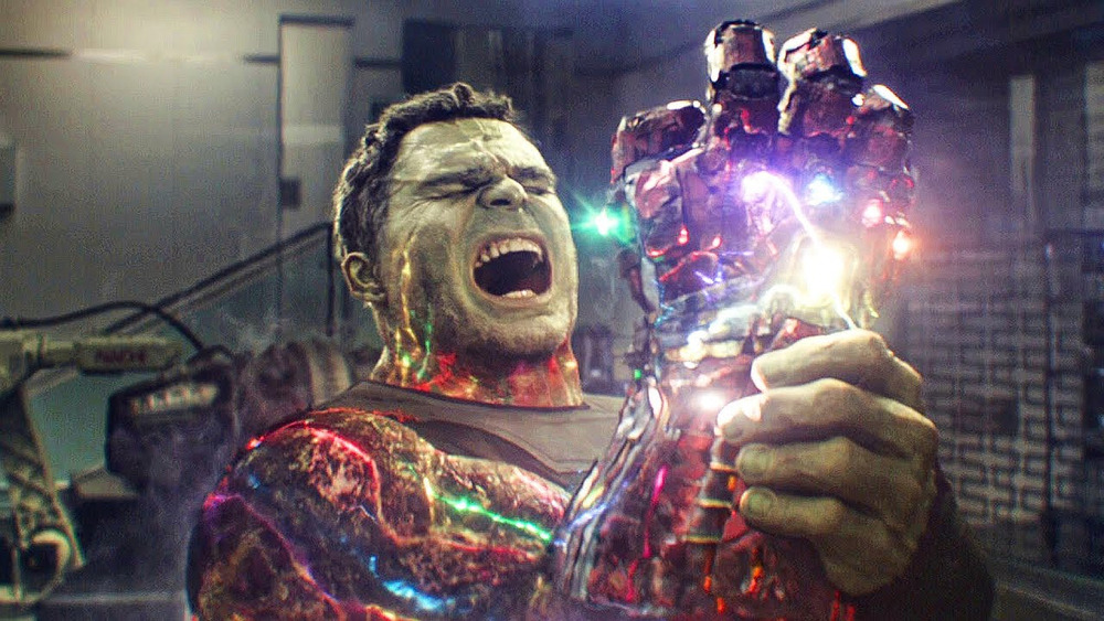 Hulk snaps fingers while wearing the Infinity Gauntlet in Avengers: Endgame