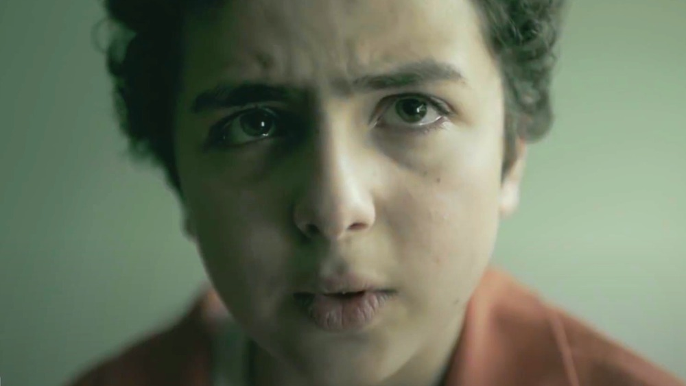 Elisha Henig as Julian Walker