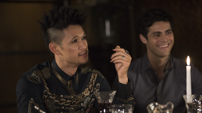 Magnus and Alec at the table