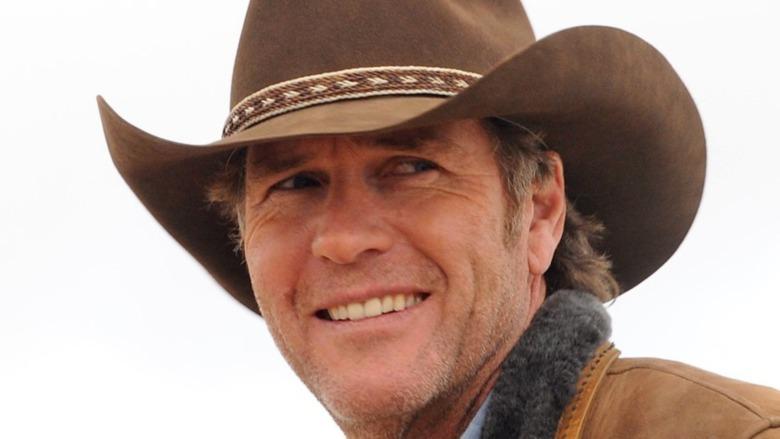 Robert Taylor wears a cowboy hat