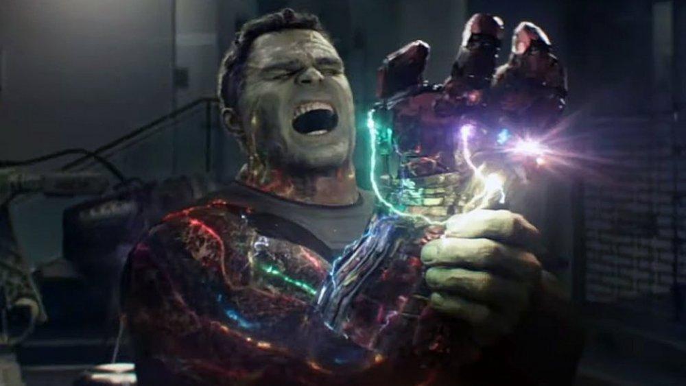 Hulk using the Infinity Gauntlet in Avengers: Endgame