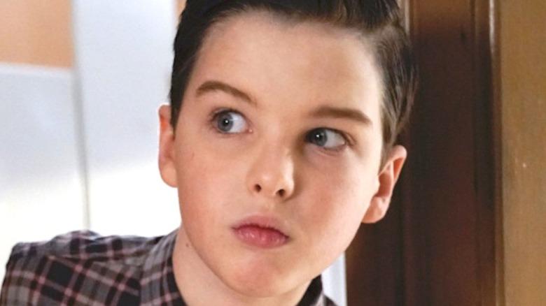 Young Sheldon peeking around corner