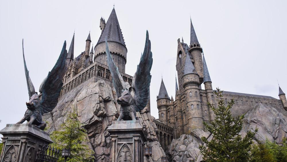 The Wizarding World of Harry Potter Japan gate castle