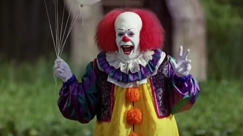 What You Didn't Know About Pennywise's Costume In The Original It