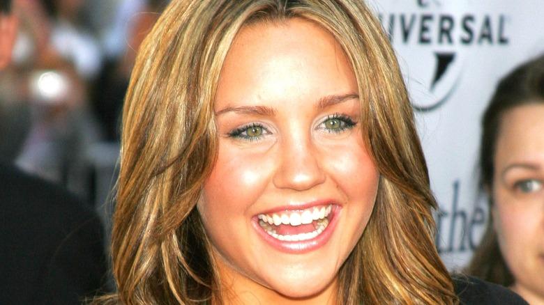 Amanda Bynes smiling red carpet