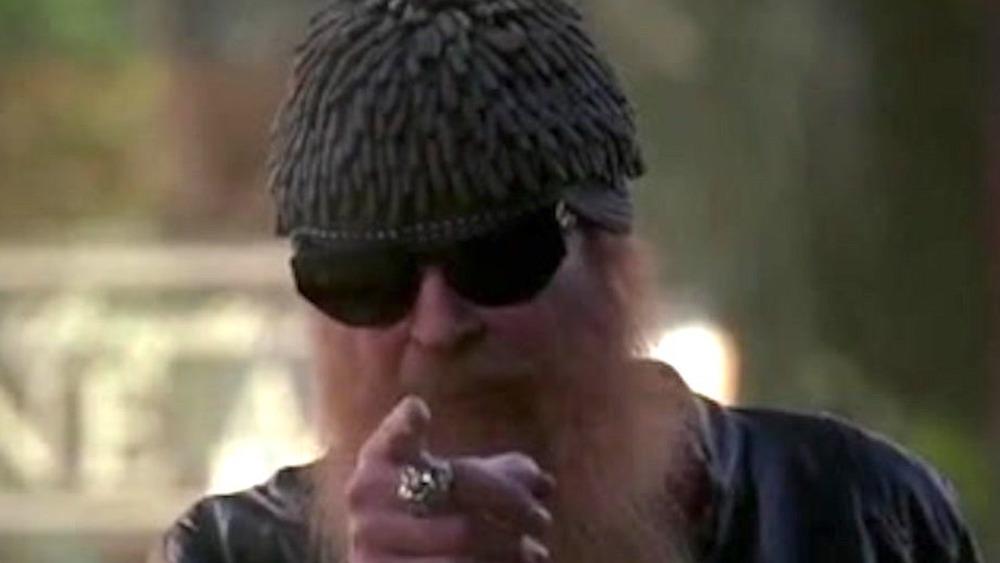 Billy Gibbons pointing on Bones