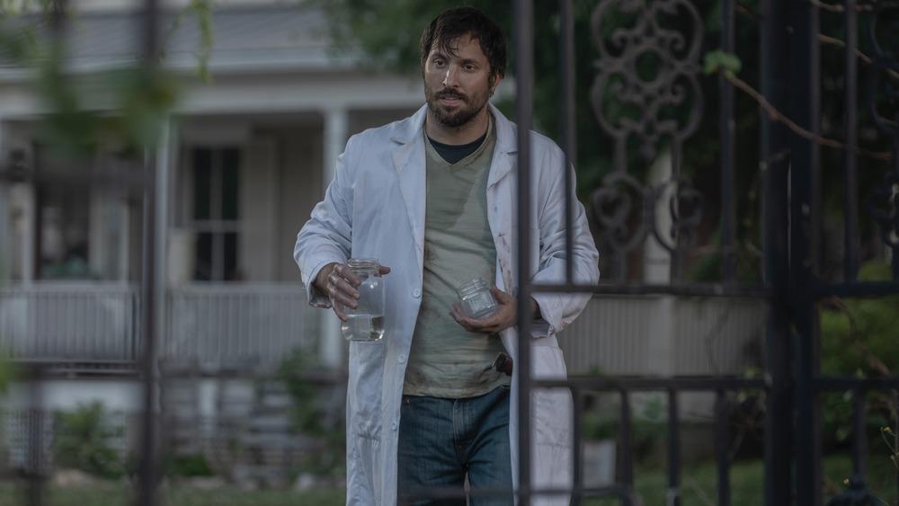 Juan Javier Cardenas as Dante