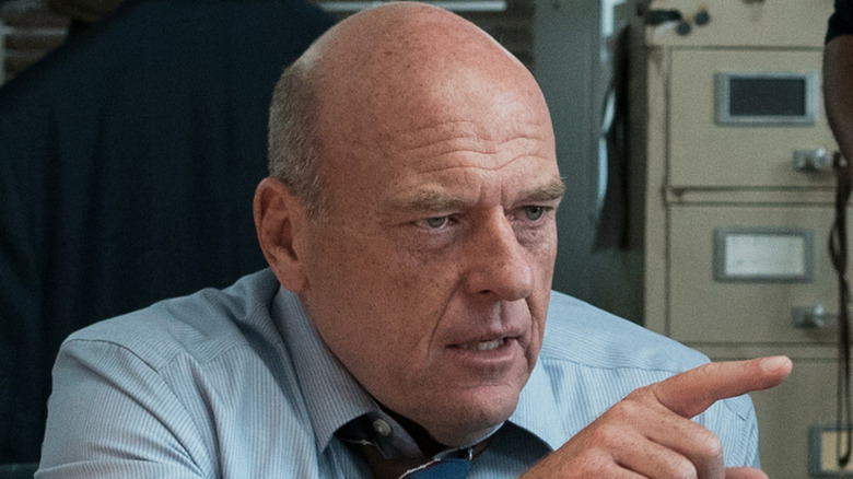 Dean Norris Kevin Raines pointing