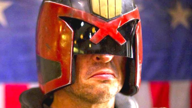 Karl Urban Judge Dredd scowling