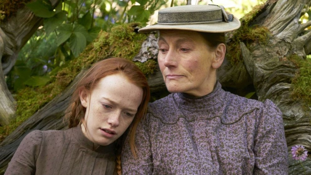 Amybeth McNulty as Anne Shirley and Geraldine James as Marilla Cuthbert on Anne with an E