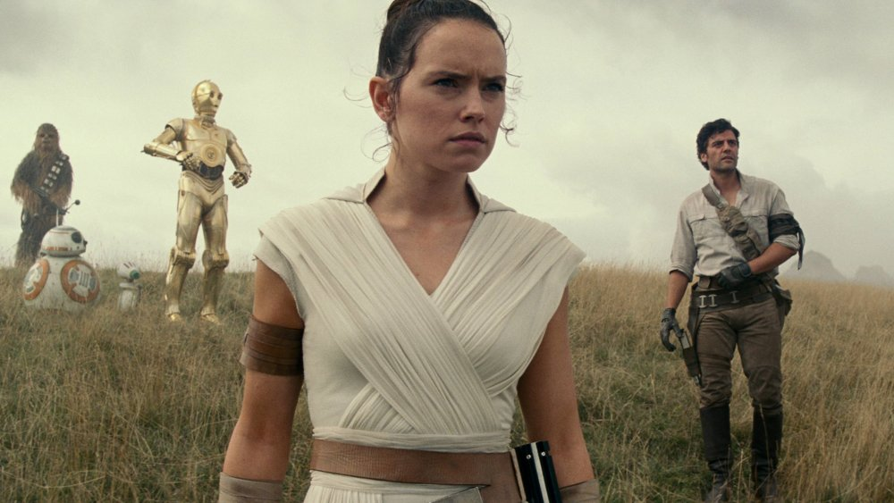 Daisy Ridley Rey The Rise of Skywalker with Poe, Finn, C3PO, BB-8, D-0, and Chewie