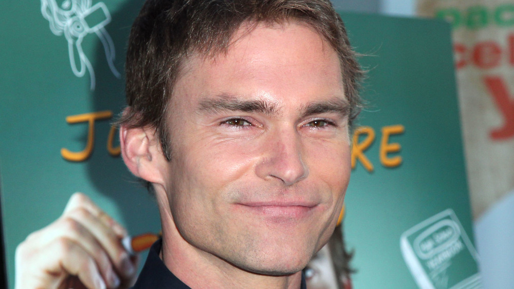 Seann William Scott's face, and only his face